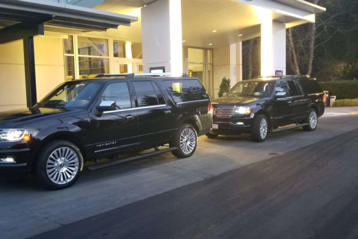 Use a Limousine Service for Your Holiday Dinner